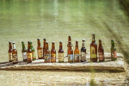 Bierflaschen im See